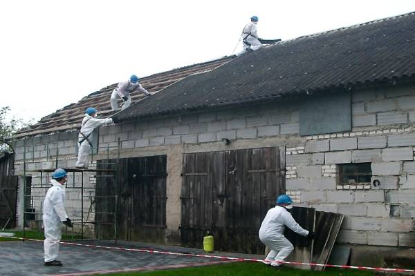 Usuwany z dachu azbest w Białymstoku